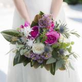 花嫁様のドレスを引き立てるウエディングブーケは完全オリジナル。世界に1つだけのブーケをつくりましょう。