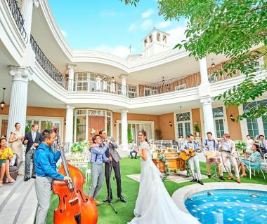 緑の芝生が綺麗な【ビバリーヒルズ邸】。ガーデンで過ごすゲストとの時間は特別なものに!