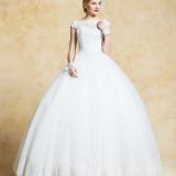 LUISA【ルイザ】:南イタリアのドレスブランド。特に刺繍の美しさは類を見ないほど☆上質を愛し、ロマンチックエレガントなドレスが揃う。