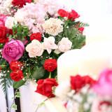 『愛情』『上品』『愛の誓い』バラには素敵な花言葉が♪花言葉まで考えてコーディネートを組むのもオススメ。