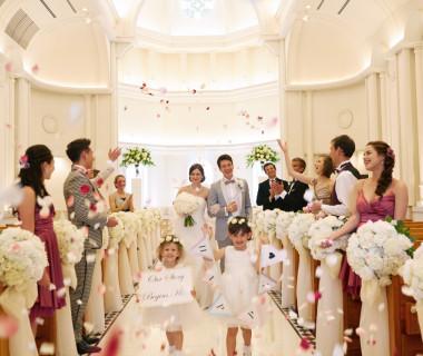 花嫁が思わず笑顔になる純白のチャペル