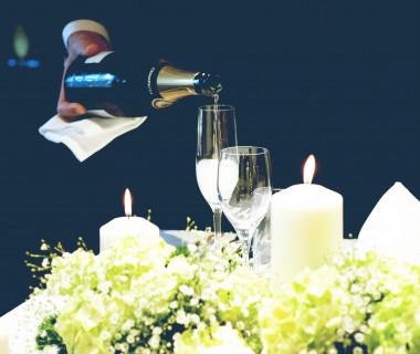 【冬婚の魅力】冬らしいキャンドル演出×貝殻亭の重厚な雰囲気が大人な雰囲気を演出いたします