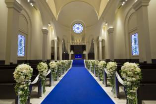 他にはないロイヤルブルーの教会|アニヴェルセル 江坂の写真(629486)