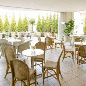 早くご到着のゲストは、カフェでゆっくりとお待ちいただけます|アニヴェルセル 江坂の写真(653955)