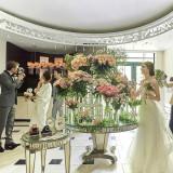 結婚式当日にゲストにお花をプレゼントできるフラワーブッフェも人気の演出。