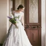 新婦様の運命の一着を!サイズオーダードレスは繊細な生地でお作りをし、身体にフィットします。最高の一着になること間違いなし