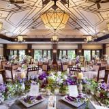 アール・デコにデザインされた披露宴会場。テーブルコーディネートなど、おふたりがイメージした雰囲気を邪魔せず、美しく引き立ててくれます。最大120名が座れます。