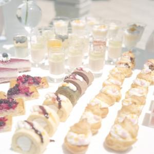 デザートブッフェで登場するプチケーキたち。季節のフルーツを使った旬のデザートや、大人気のとろけるプリンも登場します。|felizcreer(フェリスクレール)の写真(709229)