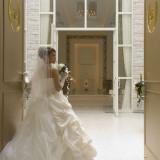 【wedding road バージンロード】 入場口から続く長いバージンロード。誰もが憧れるウェディンウロードです。