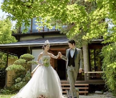 チャペル前の日本庭園では四季折々の景色あ楽しめる