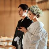 和装も人気。着物をまとった花嫁と紋付き袴の新郎。普段と違うお互いの姿はドキドキするかも。