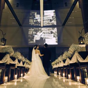【挙式演出】言葉では伝えきれない家族への感謝の気持ちはオリジナルムービー『メッセージシアター』で。|CREARGE RESORT(クレアージュリゾート)の写真(878744)