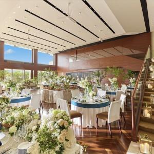 天井は吹き抜けで開放感のあるパーティ会場/120名まで着席可能|マンダリンポルト(BRASSグループ)の写真(3237161)