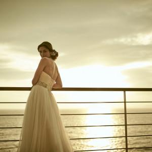 お部屋のバルコニーで空と海を背景にフォト撮影を♪|SCAPES THE SUITEの写真(1042561)