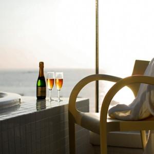 海に面したジャグジー。新郎新婦様がご宿泊中にゆったりお過ごし下さい。|SCAPES THE SUITEの写真(222496)