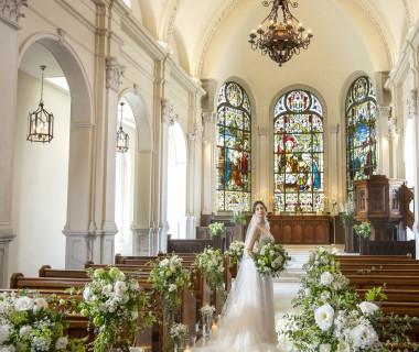 美しい奇跡のステンドグラスが輝く大聖堂