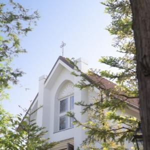 緑に囲まれたチャペルでは教会式・人前式を行えます。|ルーデンス立川ウエディングガーデンの写真(434517)