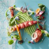 お客様に最初にお出しする前菜は目でも楽しめる一品に。