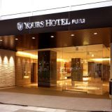 ユアーズホテル本館エントランス。おふたりはもちろんのこと、遠方よりのゲストを温かくお迎えいたします。