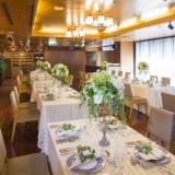 フレンチレストランではウエディングパーティも可能。アットホームでウォーミングなパーティはきっと心に深く刻まれるはず。
