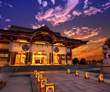 ホテルに隣接する佐佳枝廼社。400年以上の歴史ある神社で行う本格神前挙式。