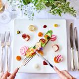 色鮮やかなこだわりの料理でゲストをおもてなし