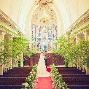 120年の歴史を持つステンドグラスに彩られたゴシック様式の大聖堂≪120名着席OK≫