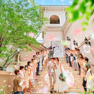 自慢の大階段でのフラワーシャワー★|セントグレースヴィラ(千葉)の写真(3318175)