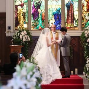 歴史的ステンドグラスの前で永遠の愛を誓う鵜セレモニー セントグレースヴィラ(千葉)の写真(5096953)