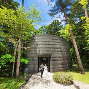 独立型チャペルを歩いてみよう♪森の中のガーデンで「軽井沢らしい結婚式がしたい!」ふたりは必見★|アネーリ軽井沢の写真(1379328)