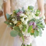 お手元を華やかに演出するブーケ。ご結婚式後は押し花やアートブーケにご用意できます