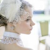 花嫁のヘアメイクは専属のスタイリストが行う。