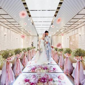 美しい花々とガラスのバージンロードが魅力|ラグナスイート NAGOYA ホテル&ウェディングの写真(4030599)