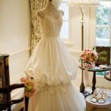 衣装は、複数の人気ドレスショップから、好みに合わせて選択できる