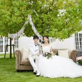幸せにあふれる一日を祝福の色で包み込むウエディングドレス