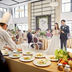 披露宴会場には全会場専用のオープンキッチンが!贅沢なおもてなし体験を♪|アルカンシエル横浜 luxemariage アルカンシエルグループの写真(16516682)