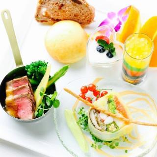朝9時フェア参加のカップル全員に料理長特製ワンプレート豪華試食つき!