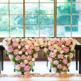 女性らしいピンクの薔薇でコーディネート