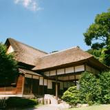 茅葺屋根の荘厳な日本家屋がゲストの皆様をお出迎え致します。