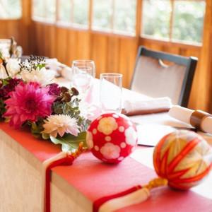 メインテーブルも和をイメージして|三渓園 鶴翔閣(横浜市指定有形文化財)の写真(1284822)