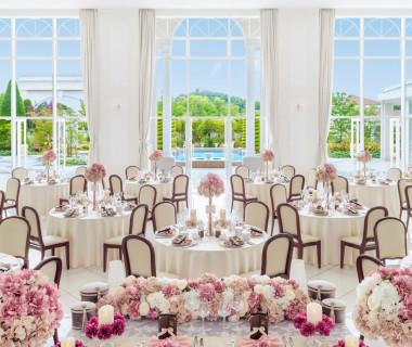 「ララシャンス会場」開放感溢れる、白を基調にした会場は、お二人色に染められる!天井高とその高さまでの窓ガラスはいわき唯一!【ララシャンスいわき】