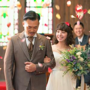 ゲストに祝福されながらのフラワーシャワー 最高の瞬間|LA TABLE Aoyama(ラ ターブル アオヤマ)の写真(3809018)
