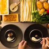 鮮度・彩り・旬、様々な角度から食材を吟味し、最も適した調理方法を選択する