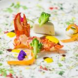 オマール海老のローストに白身魚のムースを添えて・・・季節野菜と饗宴