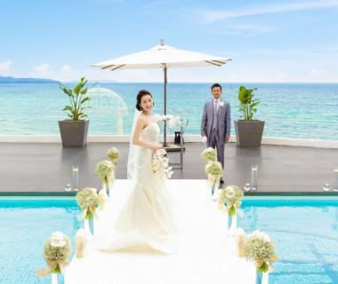 海の見える会場で結婚式