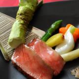 最高級和牛を使ったメイン料理。年配の方々にも食べやすい、ワサビなどを使用した味付けも好評です