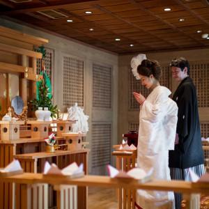館内神殿では移動も少なく、宮司・巫女の式進行のもと本格的な人前式が叶います。|EXEX GARDEN(エグゼクス・ガーデン)の写真(1988385)