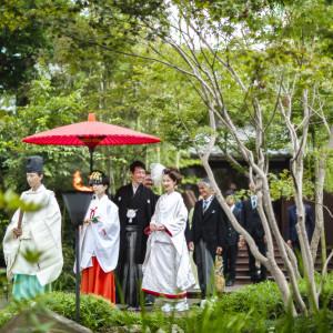緑に囲まれる中、花嫁行列でのご入場も可能です|EXEX GARDEN(エグゼクス・ガーデン)の写真(2012228)