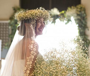 永遠の未来を誓ったふたりがまばゆい程の笑顔で迎える挙式。ゲストの心も温まります