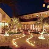 キャンドルや煌めくイルミネーション。邸宅全体がたくさんの光りに包まれるナイトはとってもロマンチック